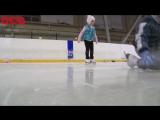 Мимимишное видео с тренировки юных фигуристов.
