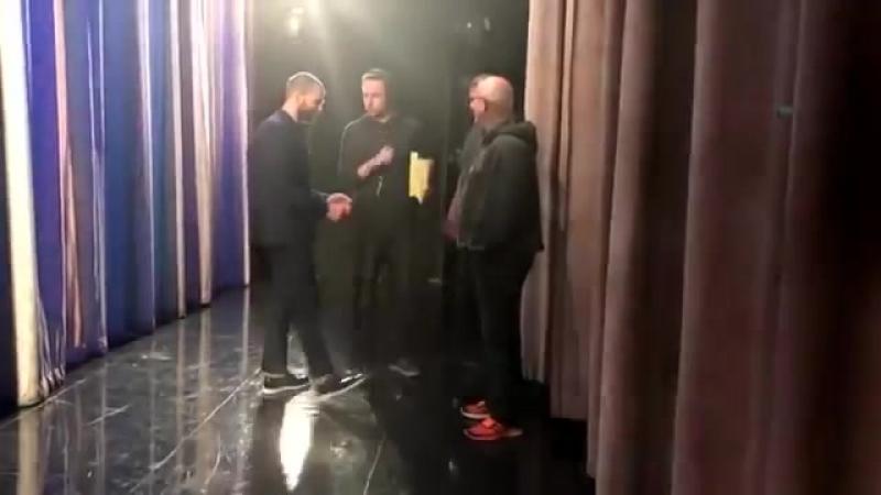 Джейми за кулисами шоу Конана в 2017 году