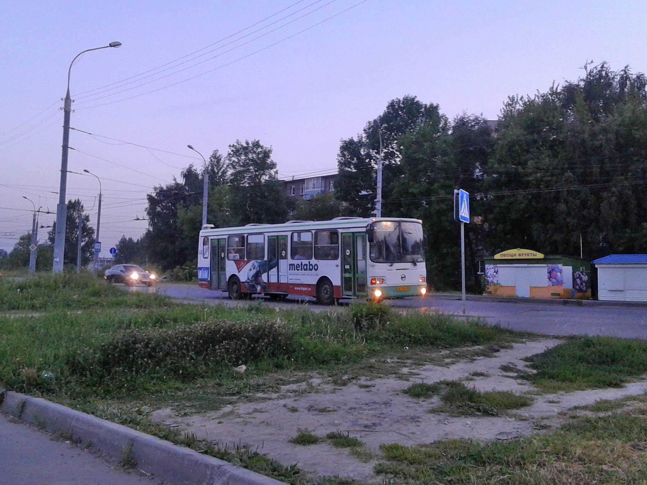 Автобус №12. Остановка: «ул.Расторгуева»