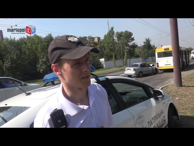 В Мариуполе легковушка врезалась в новенький автобус