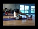Молодеем с помощью йоги Поза халасана Спортсмены клуба Магис Спорт