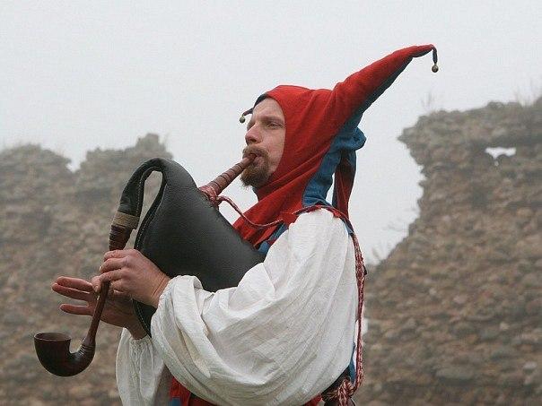 Aliaksej Burnosenka aka Bekar - theater and film actor and artist. Soft-skills trainer. Project manager.