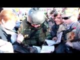 Боец Моторолла в Донецке на пл. Ленина. Сразу видно кого считают героем в Донбас