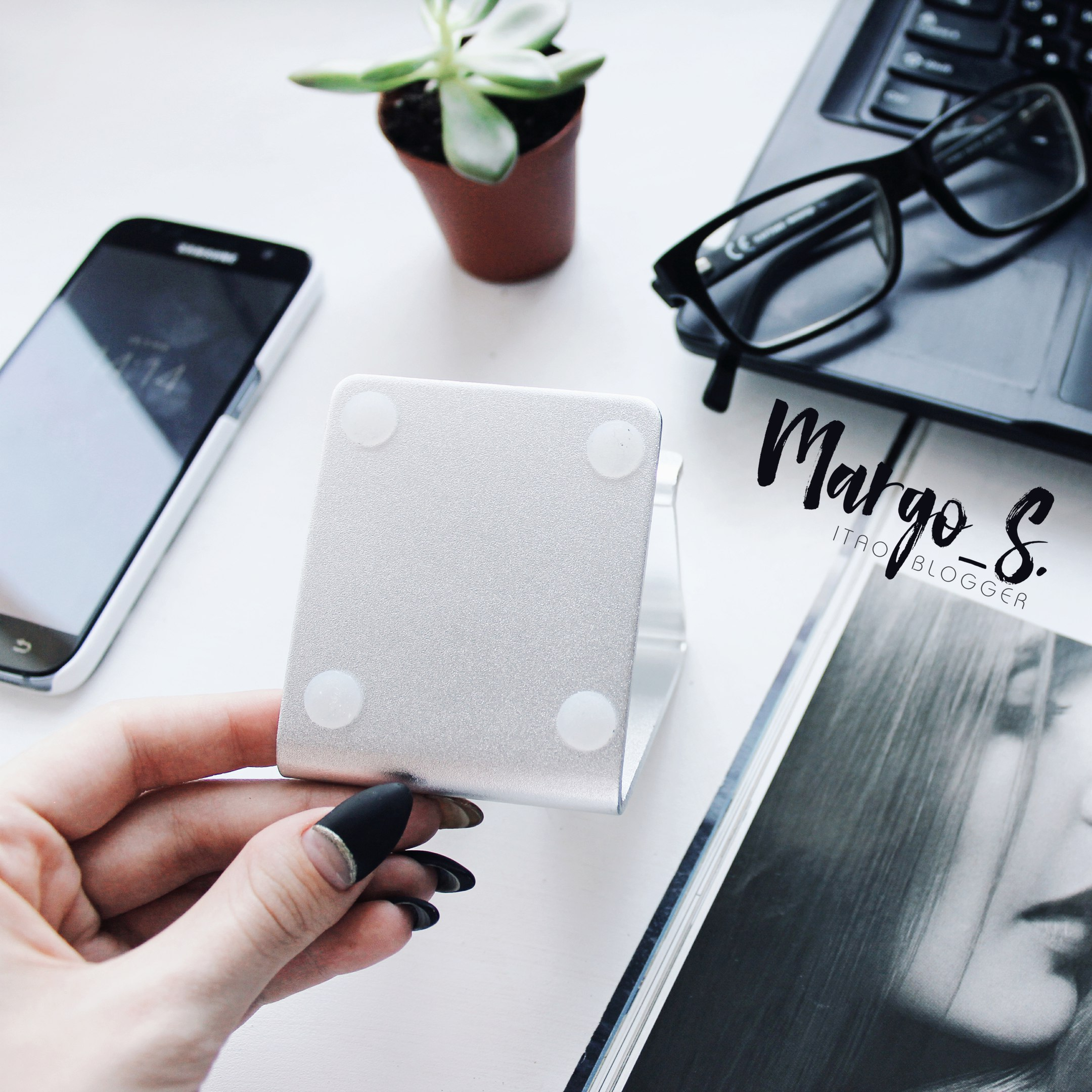Серебристая подставка под телефон или планшет за 260 руб из RAXFLY Official Store
