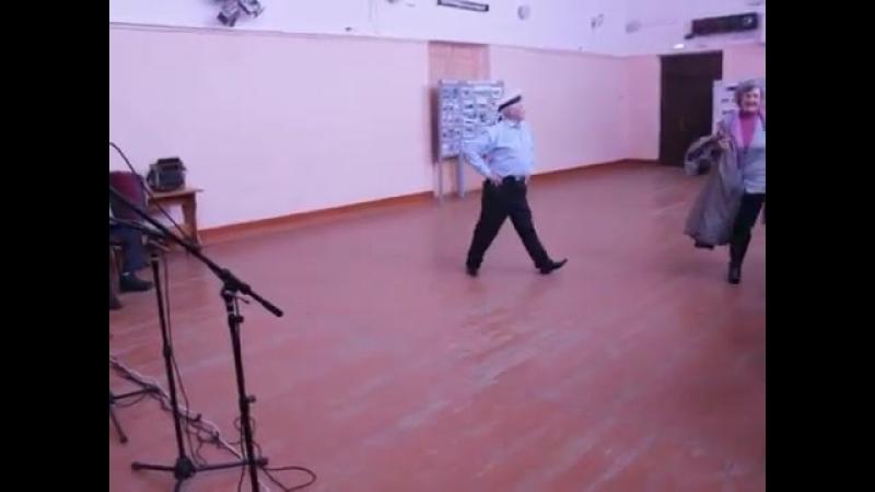 Нижегородская обл., Д-Константиновский р-н, р.п.. Дальнее Константиново. Пляска Яблочко. 2017 г.