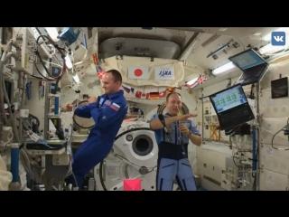 Космонавты танцуют под трек Элджея