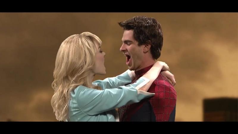 Эмма Стоун и Эндрю Гарфилд целуются (Человек-Паук)