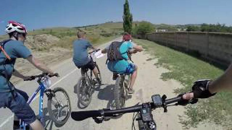 Велосипедист против пешехода (осторожно маты!)