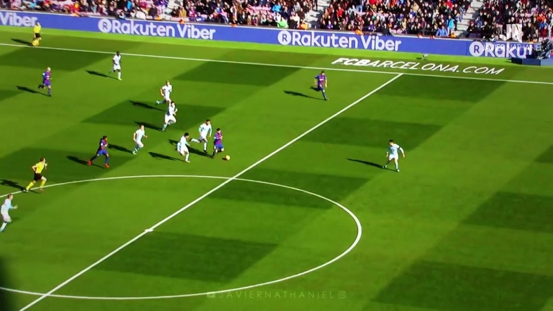 Lionel Messi - Sublime Dribbling Skills Goals 2017-2018