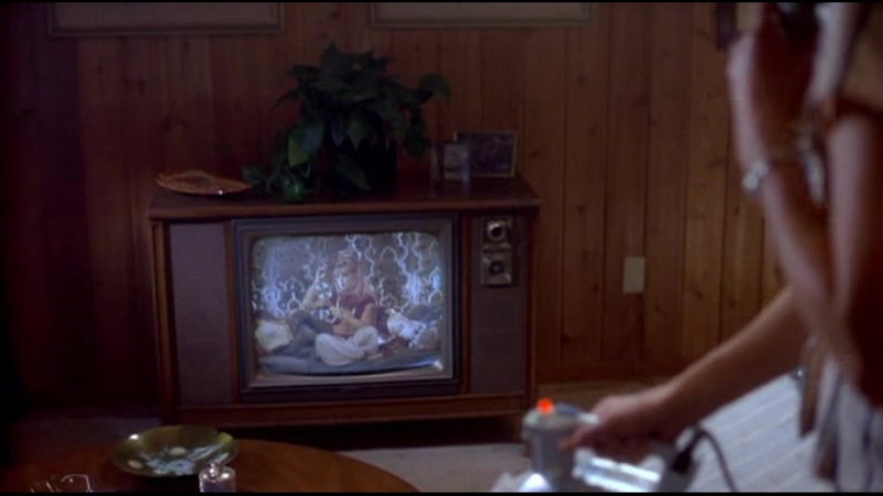 С Земли на Луну 1x11 - The Original Wives Club (Клуб настоящих жён)