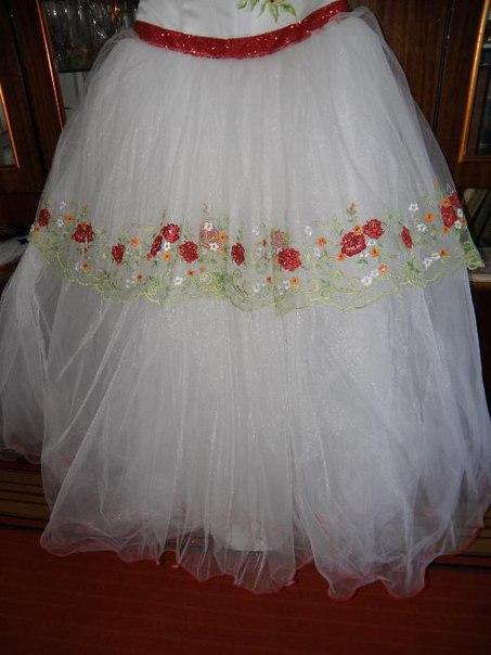 Продам весільну сукню в українському