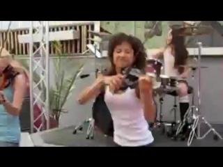 тёлки со скрипками и охуенная барабанщица