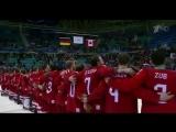 Хоккеисты сборной России поют гимн на награждении