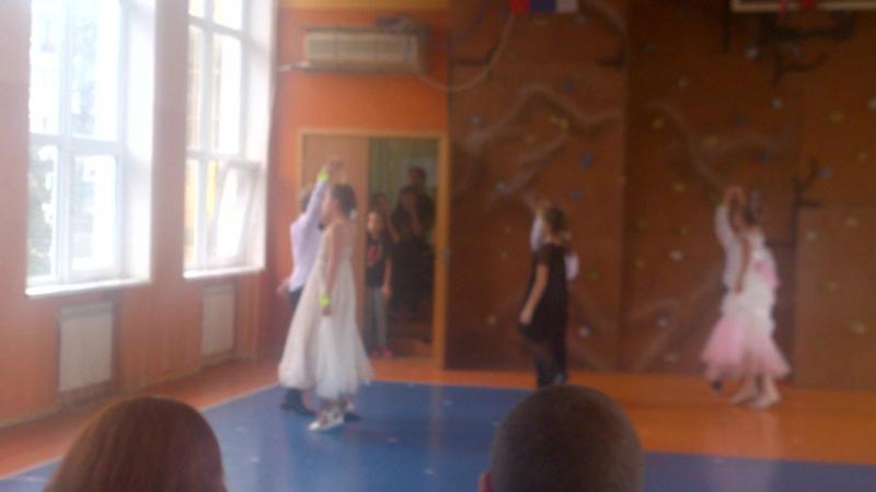 Ульянка танцует вальс