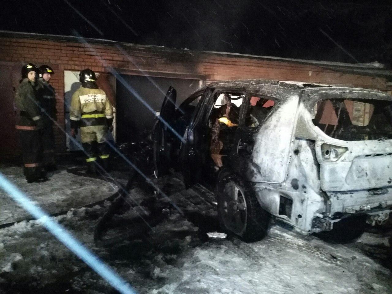 В Бийске автомобиль взорвался в гараже