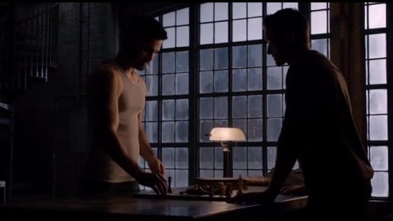 — Что ты делаешь? И самое главное, почему ты не исцеляешься? — Это из-за меча. Заживёт. — Играя в шахматы? © Питер/Дерек |03х22|