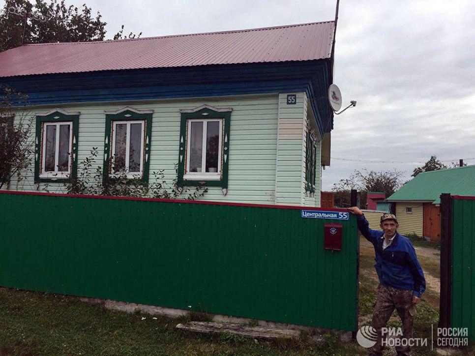 Рамиль Шавалеев у своего дома