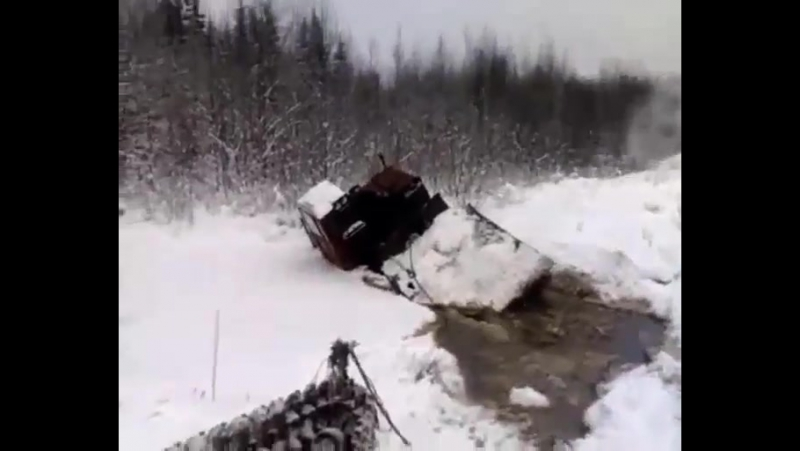 утопил трактор