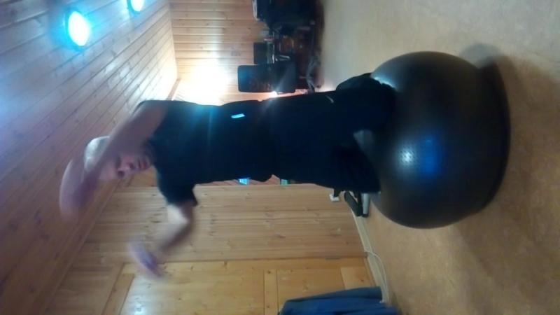 фитбол баланс спецупражнения гантельки