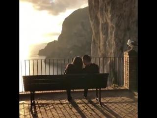 Идеальное место встретить закат 🌅 Капри, Италия. #VisitItaly #Capri
