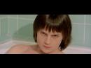 Мама соблазняет сына раздвигая перед ним ноги в туалете