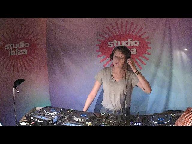 Charlotte de Witte - live bij Studio Brussel op Studio Ibiza