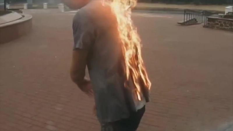 Парень поджег себя и нырнул в фонтан на Киевском спуске