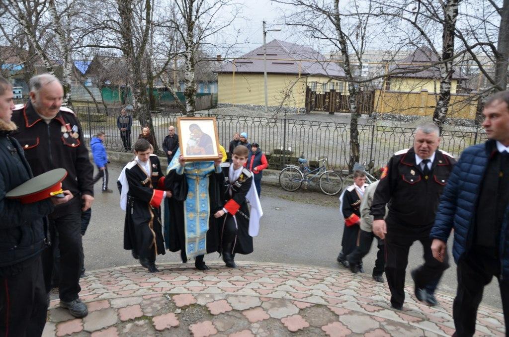 В Зеленчукском районе побывала икона Пресвятой Богородицы