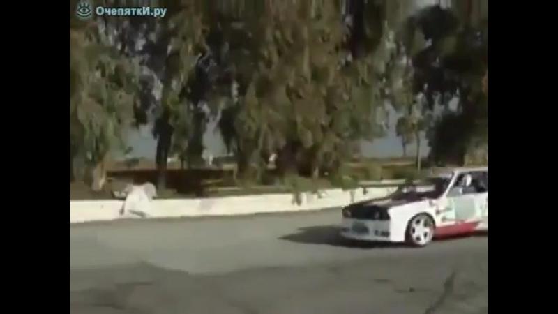Дрифт - один водитель, две машины