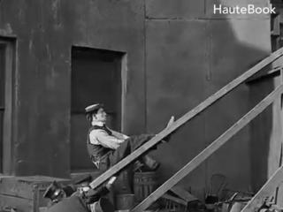 "Buster keaton's best chase scene ever. бастер китон, фильм ""полицейские"", 1922 г."
