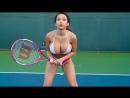Грудастая играет в теннис - Boobs girls play in tennis (сиськи огромные, большая грудь, лифчик, видео, задирая юбочку)
