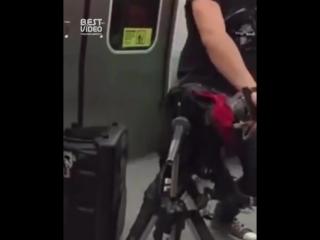 Guns N' Roses - Welcome to the Jungle в метро