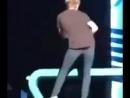 Niall Horan shaking his IRISH butt