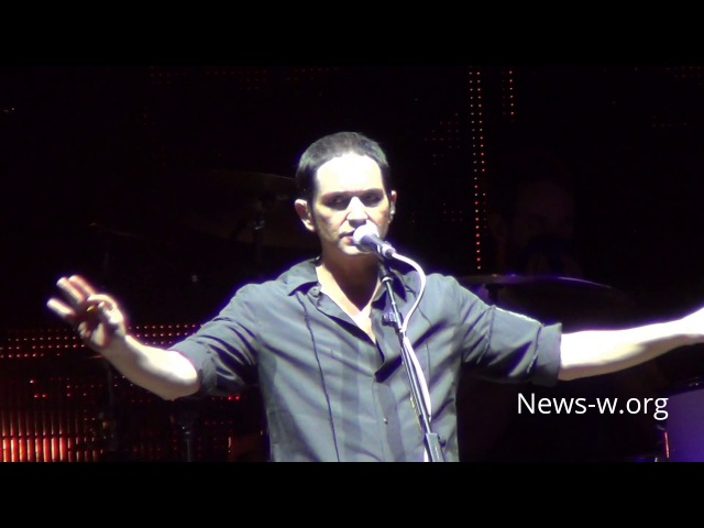 Brian Molko stops Placebo live show in Moscow to invoke fans to be careful 26.10.2016