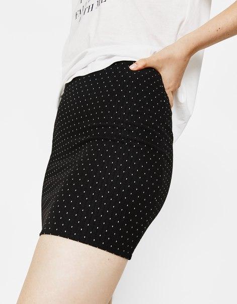 Короткая юбка облегающего кроя