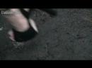 Crush snail sandals in park