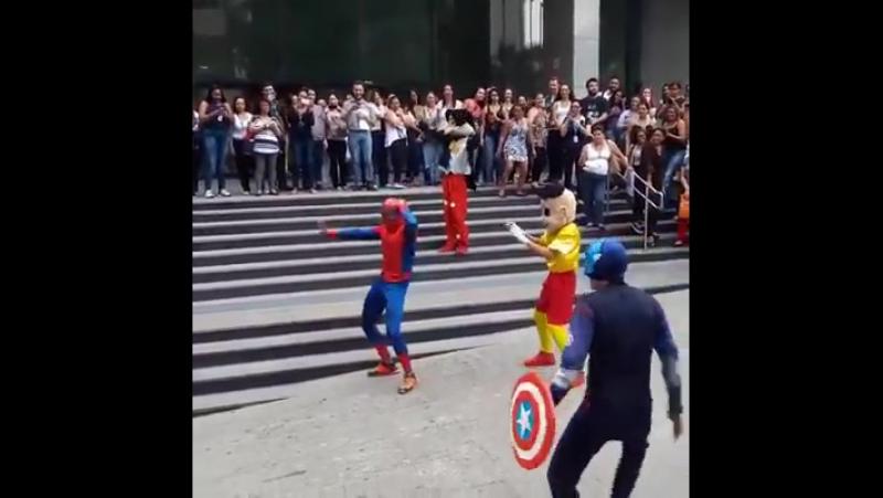 Homem aranha dançante