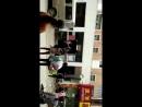 恐怖的国家:冲突中老妇被一穿制服的胖子打倒又被车碾压