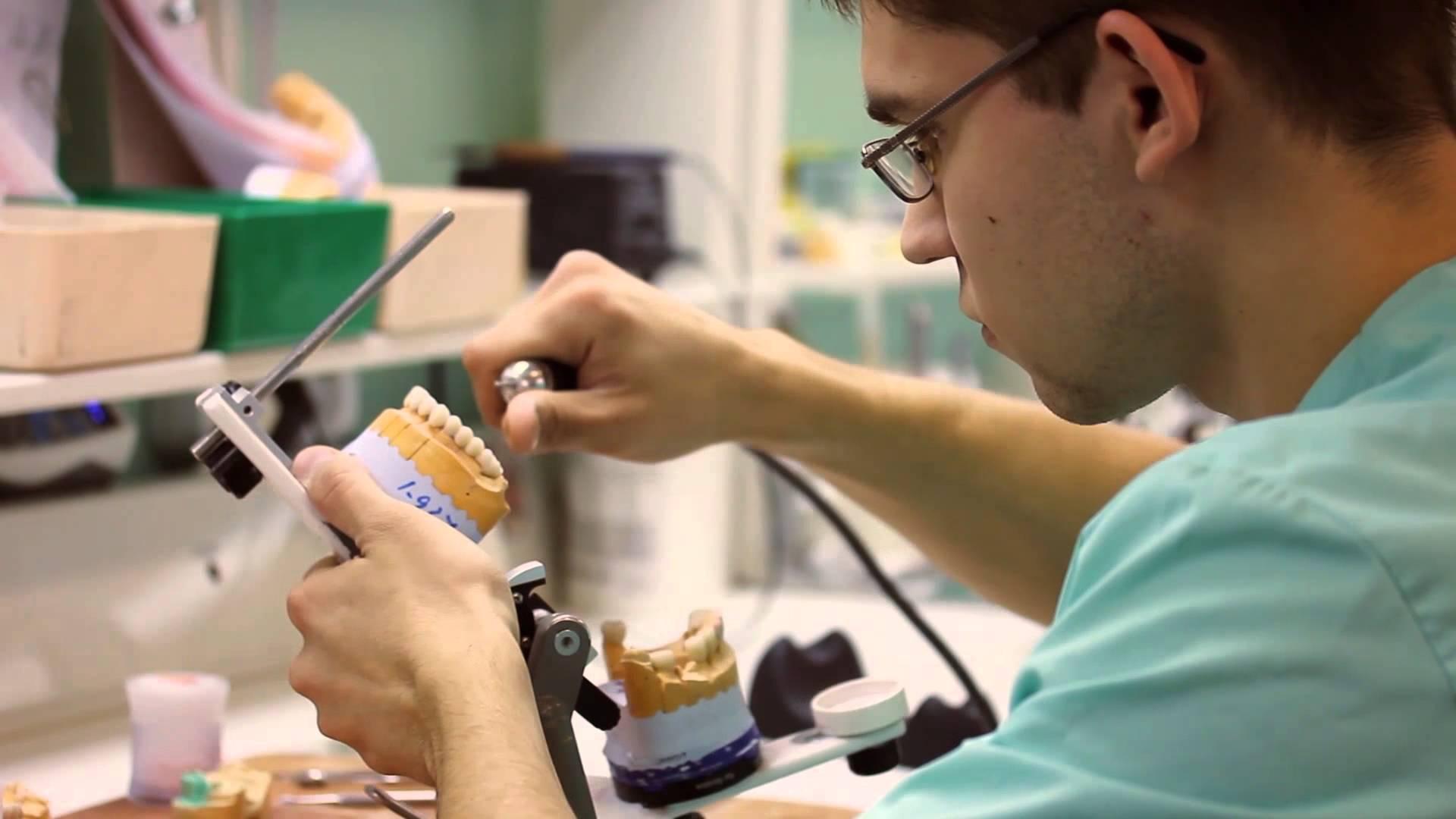 Зуботехническая лаборатория – основа ортопедического направления