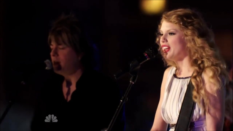 Taylor Swift - Sparks Fly (Live on NYC Rooftop NBC Special 2010 HD)