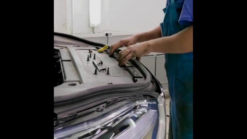 Volvopremium.Устанавливаем защитные экраны радиатора на новом ХС90.