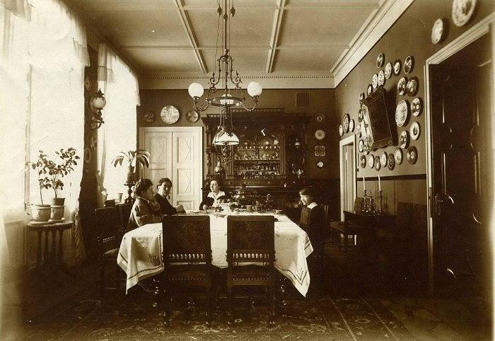 семья за обедом, начало 20 века