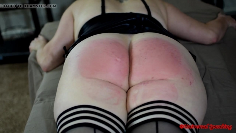 Hot Girl Takes the Strap - Spanking.mp4