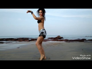 HOT BELLY DANCE SHIMMY IN THE BEACH. TECHNIQUE. MODEL