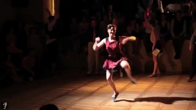 Классно ведь девчонки и парни танцуют!