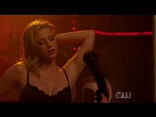 Ривердейл 2x08 archie, veronica and betty sing mad world