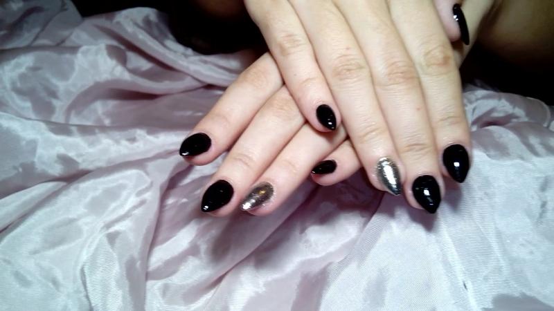 Наращивание ногтей гелем и покрытие гель-лаком, чёрный цвет и зеркало.