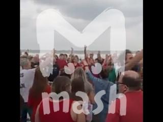 Жители Флориды молятся на берегу из-за приближения урагана «Ирма»
