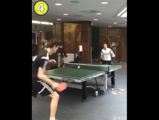 Тибо Куртуа и Сесар Аспиликуэта играют в настольный теннис