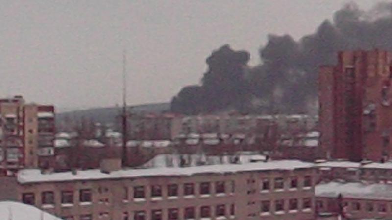 Уже больше часа пожар в Славянске